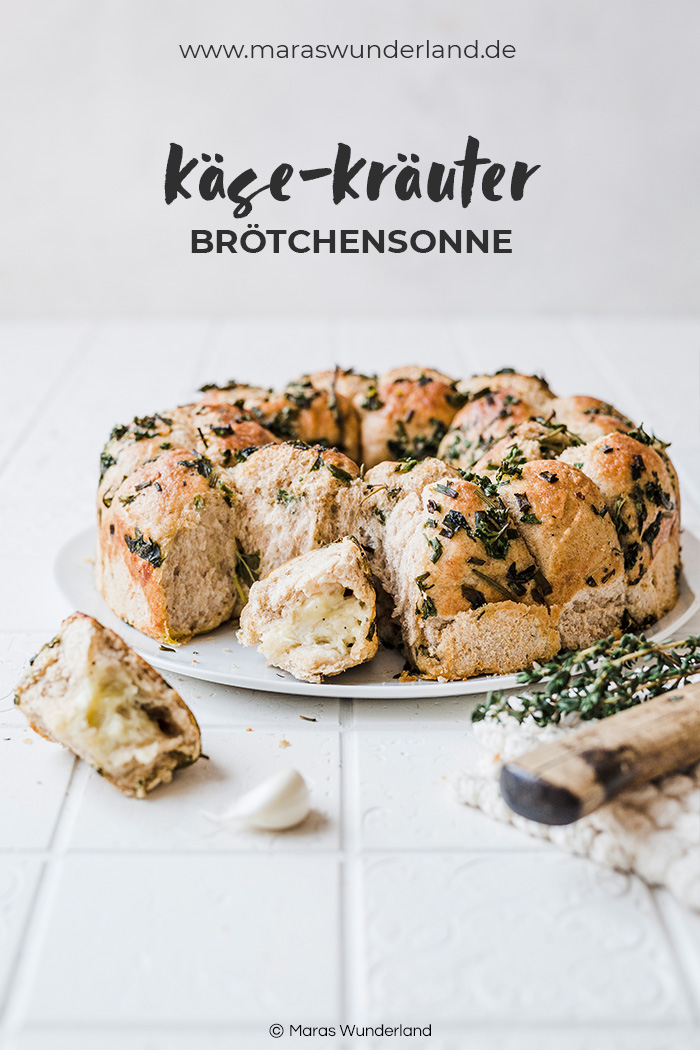 Beste Käse-Kräuter-Brötchensonne. Brötchen gefüllt mit Käse und gewendet in einer Knoblauch-Kräuter-Marinade. Perfekt als Grillbeilage oder Partyfood. • Maras Wunderland