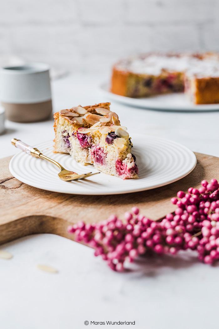 Glutenfreier & schneller Beerenkuchen. Ein einfaches Rezept für einen saftigen und lockeren Kuchen. • Maras Wunderland