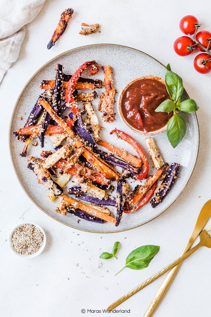 Gesunde Gemüsepommes und veganer Tomatenketchup als perfekte Beilage und für Kids. • Maras Wunderland